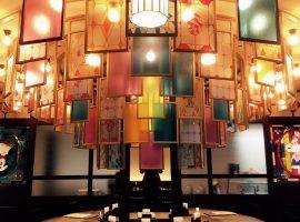 【北海道】「SNOOPY茶屋」小樽店浪漫登場,復古彩繪玻璃與限定餐點不能錯過